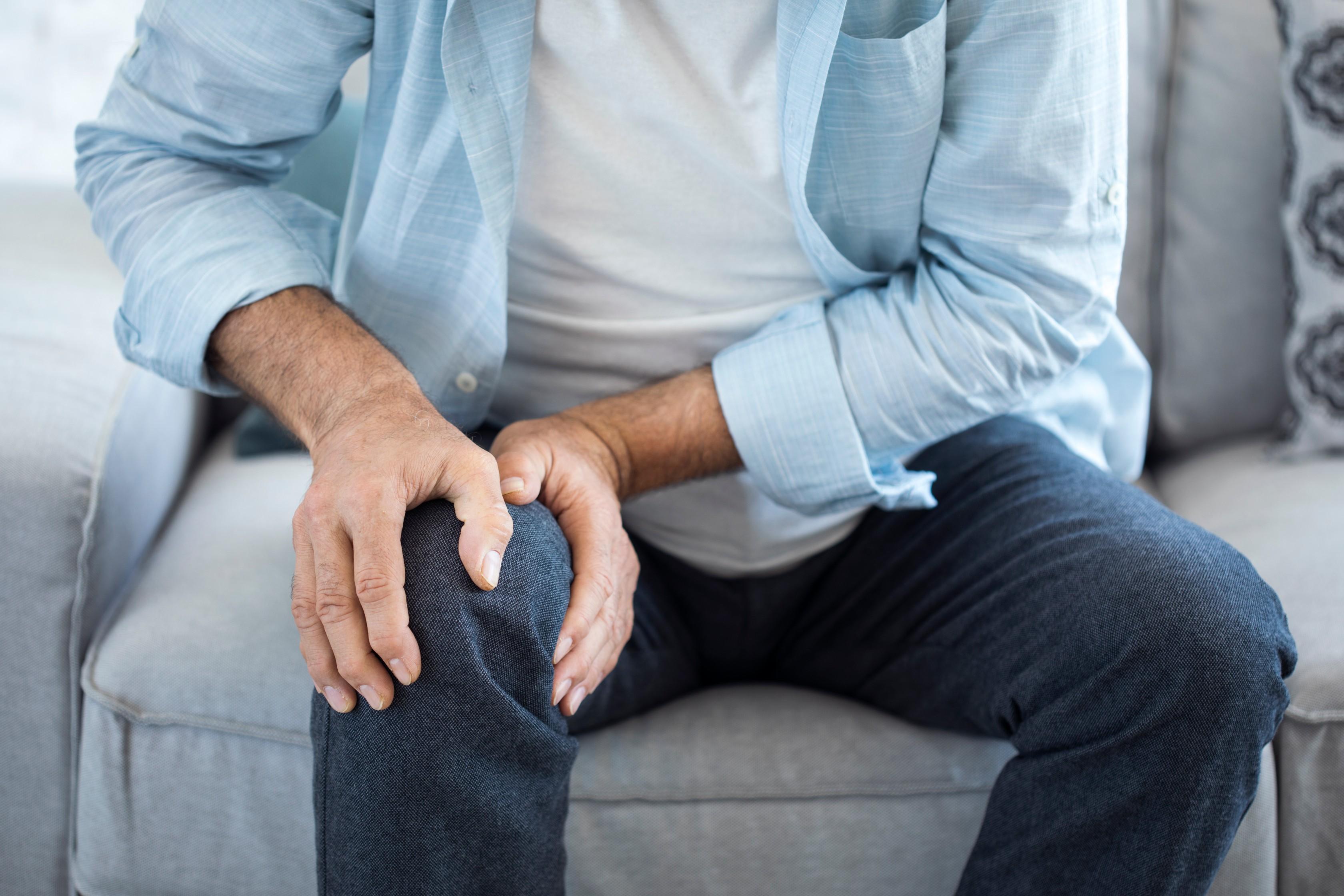 fájdalom a lábak hátán és ízületeiben