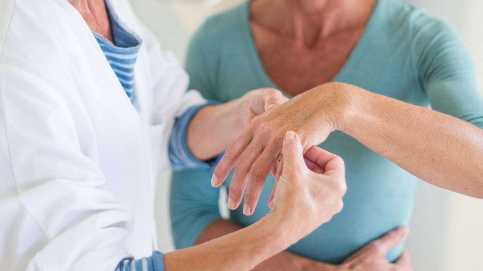 a térd progresszív izületi gyulladása ízületi gyulladásos kezelés homeopátiával