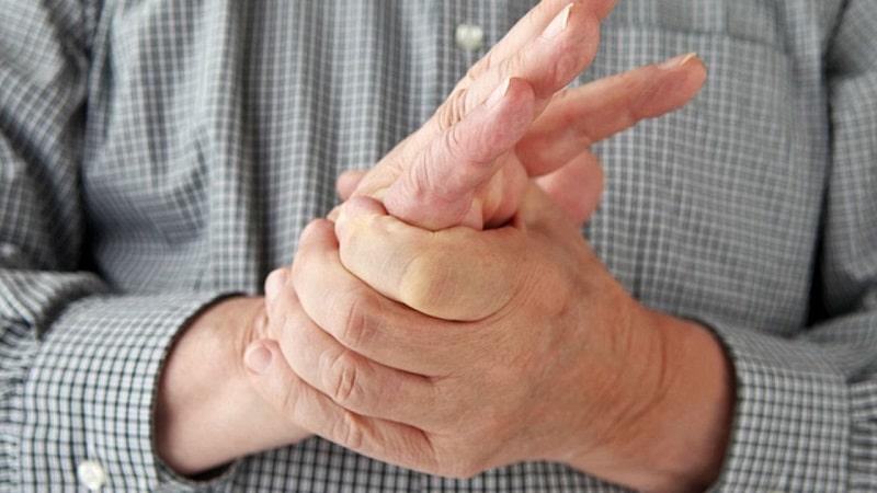 fájdalom a bal kéz hüvelykujjának ízületében)