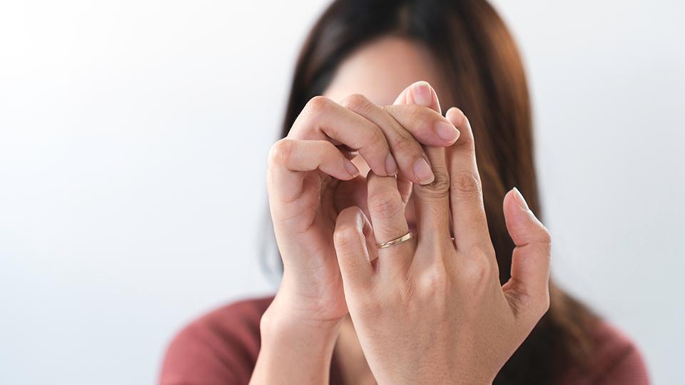 a kézízületeket zsibbadás okozza