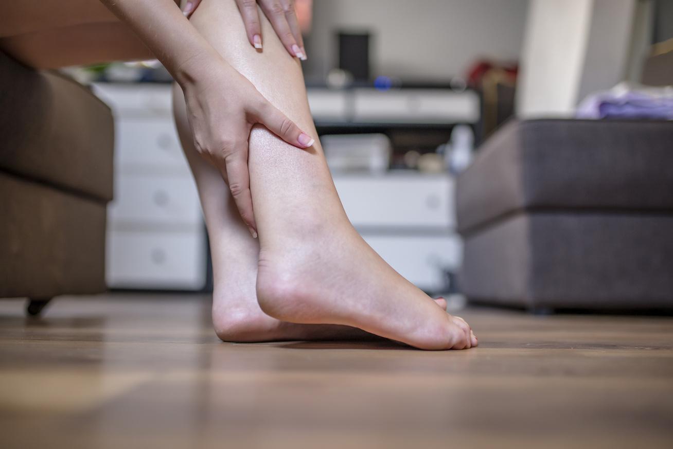 fájdalom a lábak ízületeiben éjjel)