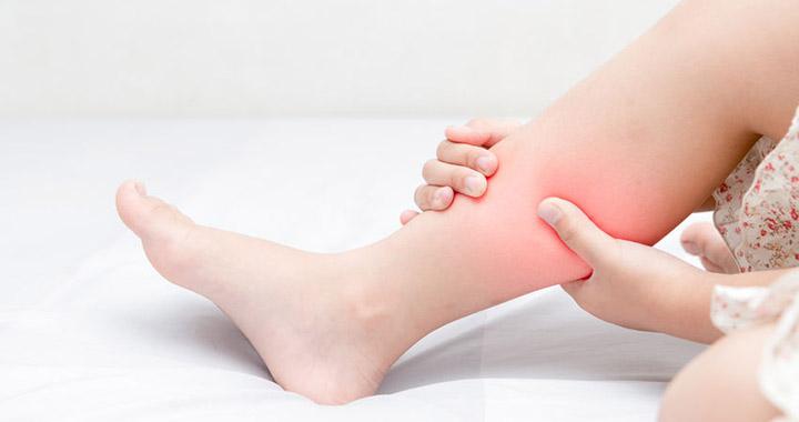 fájdalom a bal kar és a láb ízületeiben)