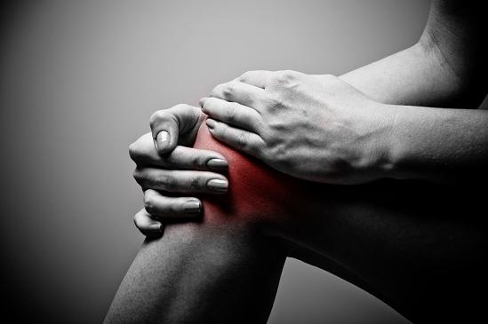 fájdalom jelentkezett a térdízület injekciójának beadása után)