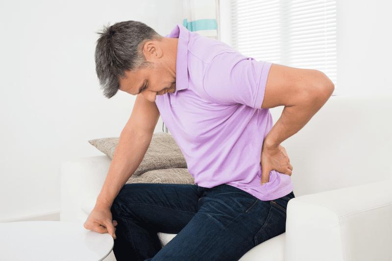 fájdalom a csípőízületekben és az alsó háton)