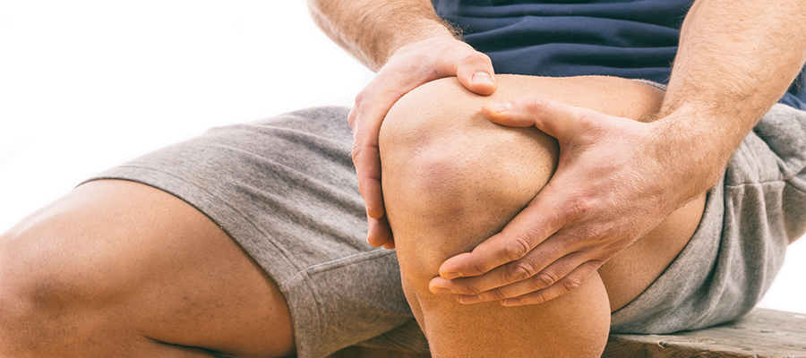 a térdízület fájdalma és ropogása okozza