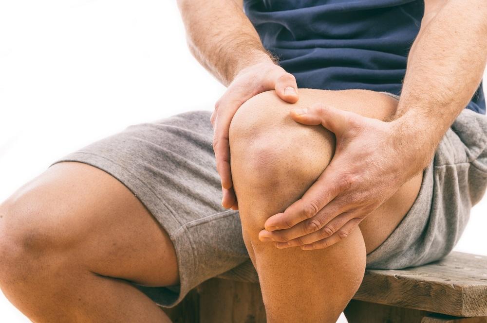 a térdízület belső és külső meniszkuszának károsodása)