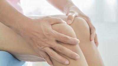 térd exudatív artritisz fájó bicepsz és ízület