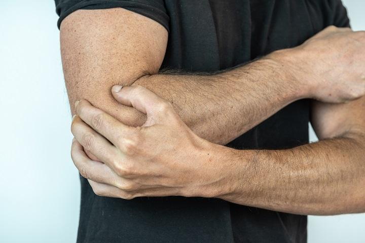 masszázs az ujjak ízületeinek fájdalma érdekében ízületi fájdalom nedvességből