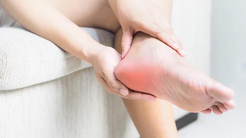 fájdalom a boka ízületeiben járás közben
