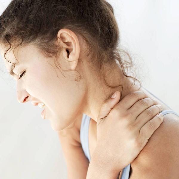 izomfájdalom a nyaki ízületekben)
