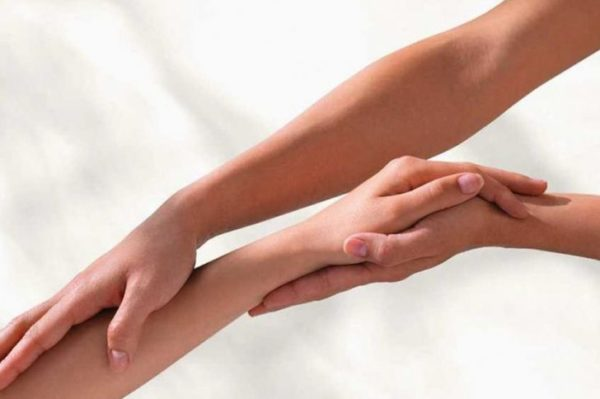 fájdalom a bal kéz vállízületében
