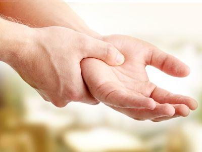 fájdalom és ropogás a hüvelykujj ízületében)