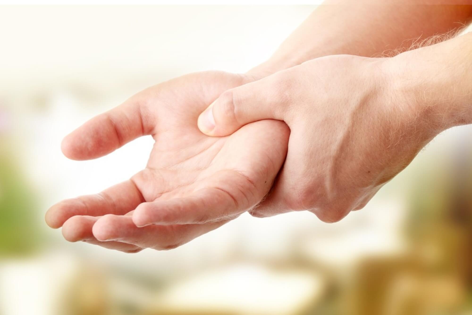 miért fáj a kéz egy ízületben)