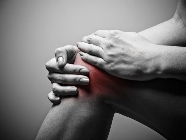 Kenőcs a kézízületek fájdalmának enyhítésére. Ízületi fájdalom kenőcs: válassza ki a megfelelőt
