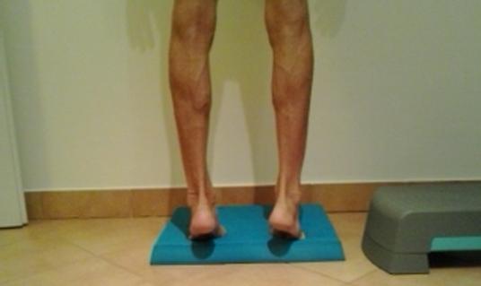 a láb boka fájdalma jobb oldali hasi fájdalom és derékfájás