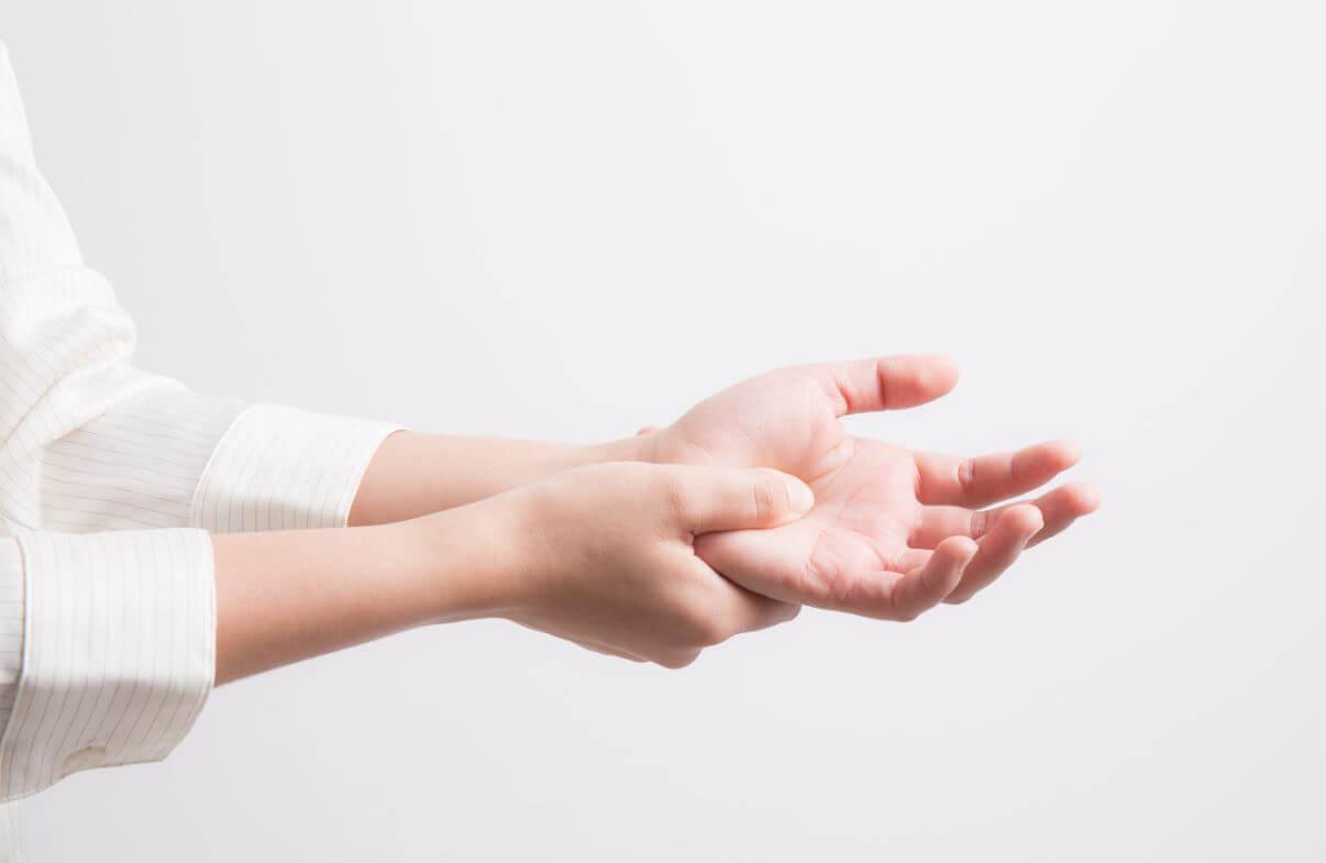 masszázs az ujjak ízületeinek fájdalma érdekében izületi gyulladás kezelése zselatin