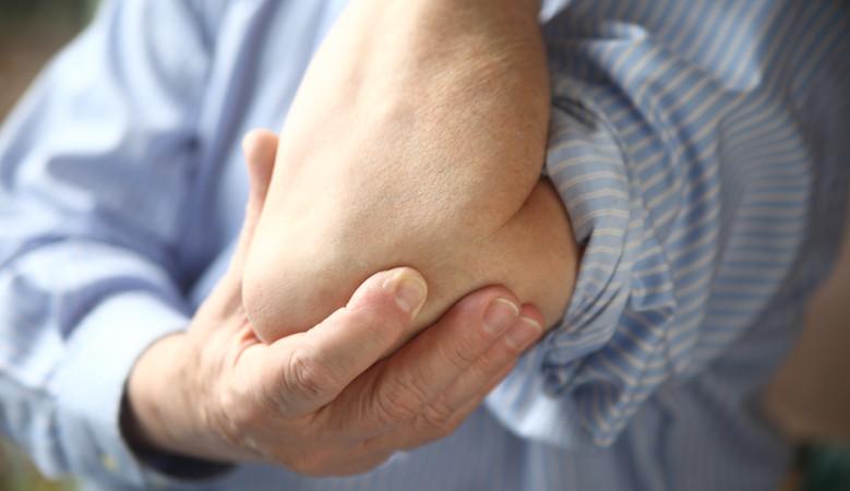 könyökízületi fájdalom edzés közben)