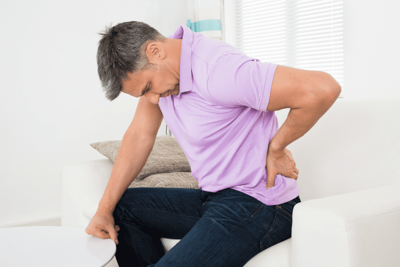 fájdalom a csípőízületekben és az alsó háton
