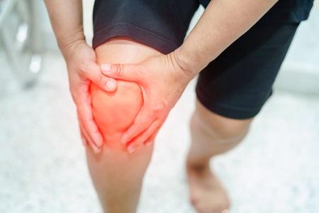 fájdalom a térdízület felemelésekor