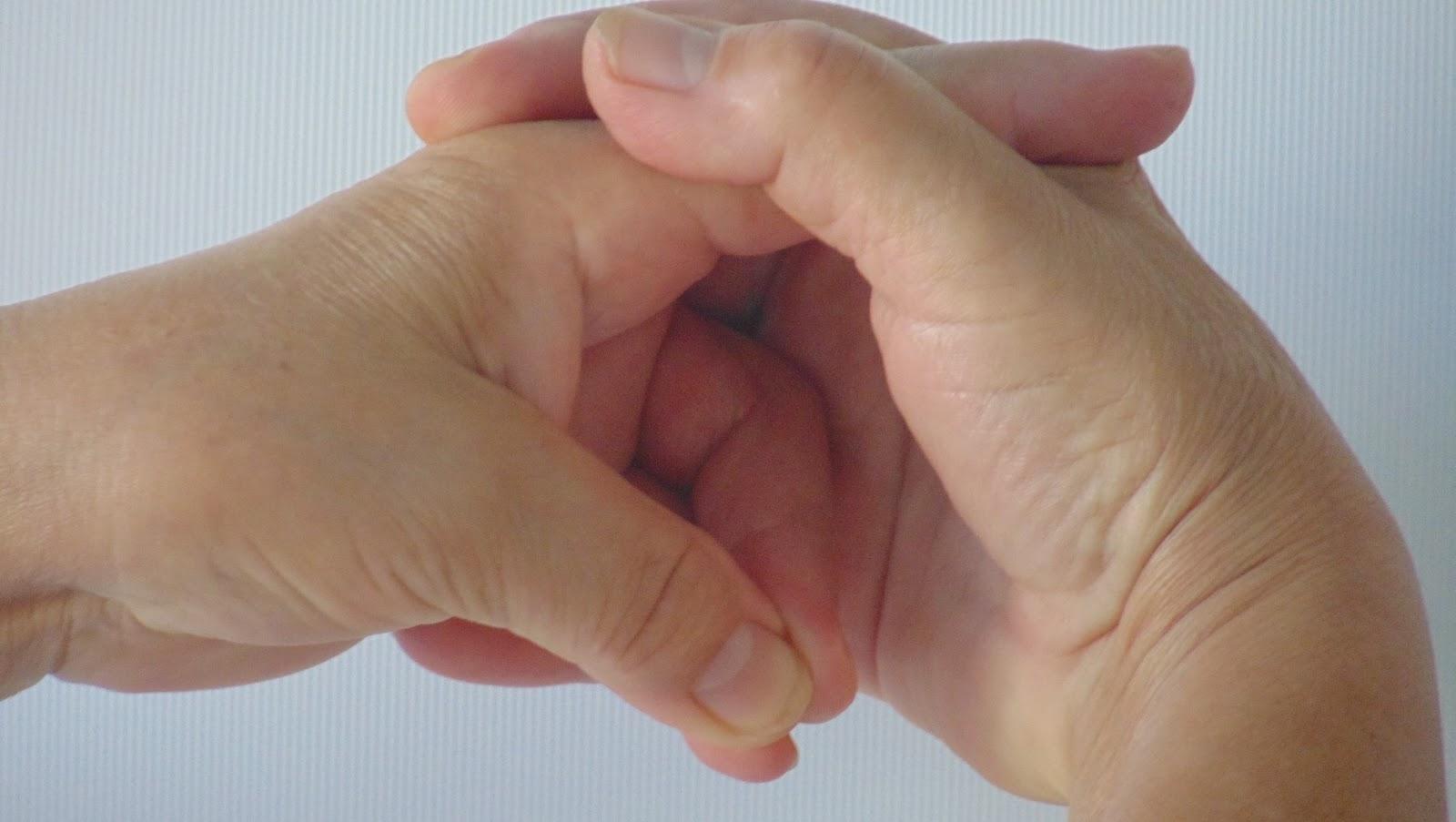 neurózis és fájdalom a csípőízületben)
