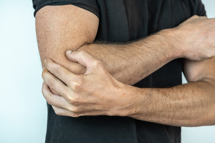 ízületi fájdalom a sport során)